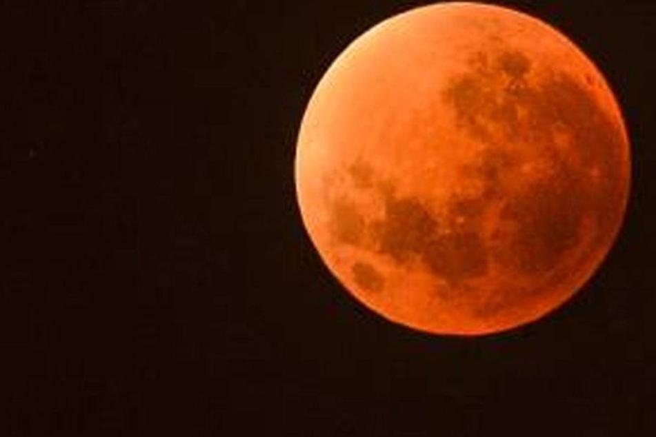Unheimlich! Heute leuchtet der Mond blutrot