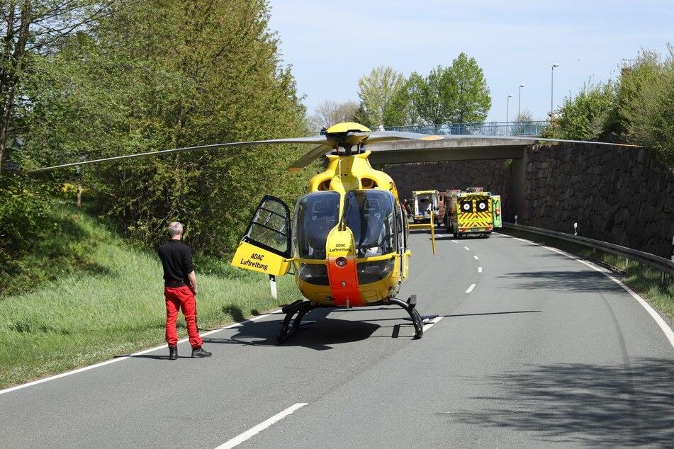 Ein Rettungshubschrauber ist aktuell im Einsatz, mehrere Personen sollen schwer verletzt worden sein.