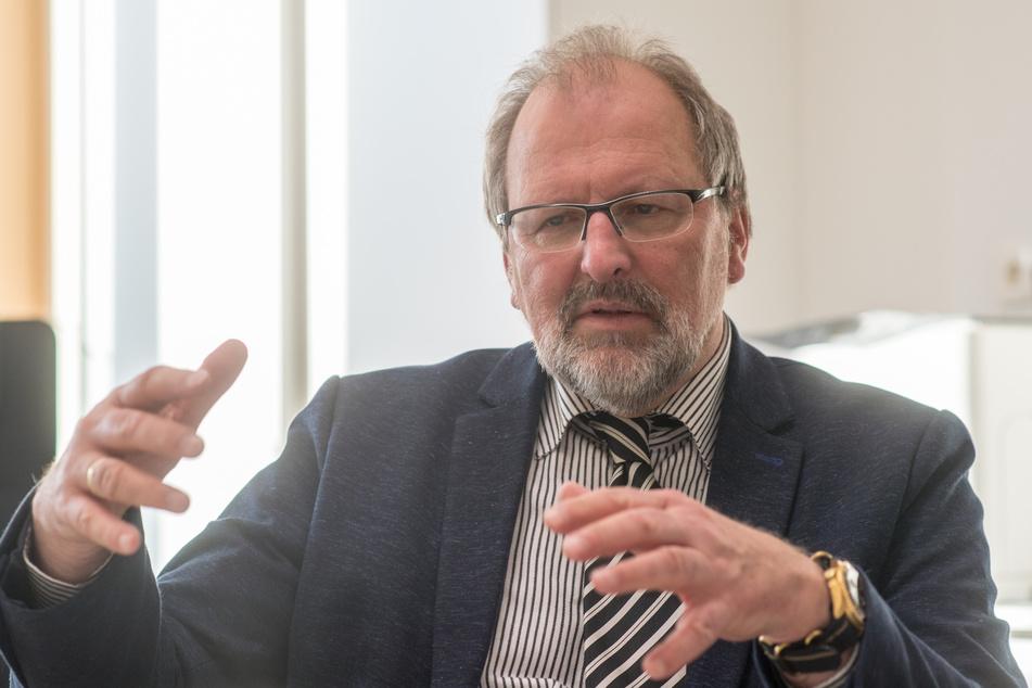 Heinz-Peter Meidinger (67), Präsident des Deutschen Lehrerverbandes. Der Deutsche Lehrerverband hat ein Ende der unterschiedlichen Corona-Regelungen an Schulen gefordert.