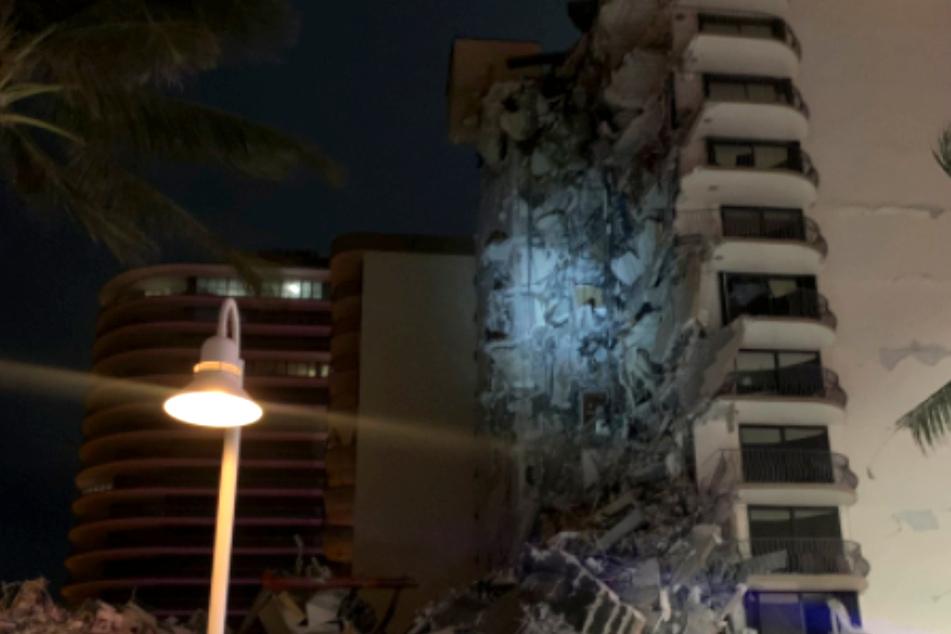 Beim Teil-Einsturz des Hauses in Miami Beach könnten mehrere Opfer unter den Trümmern verschüttet worden sein.