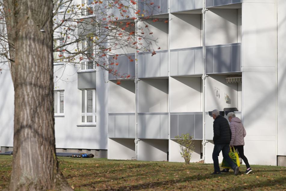Prägen Chemnitz: Sanierte Plattenbauten und ältere Mieter, wie hier Am Karbel in Altendorf.