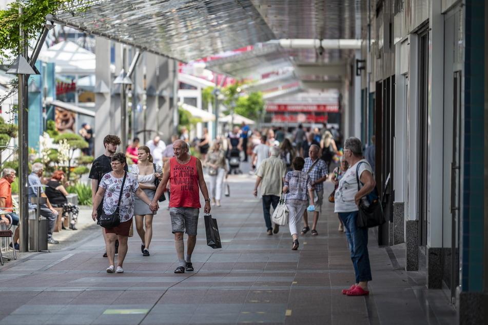 Wochenend-Einkauf im Chemnitz Center: Viele nutzten gleich am Freitag das Ende der Maskenpflicht.