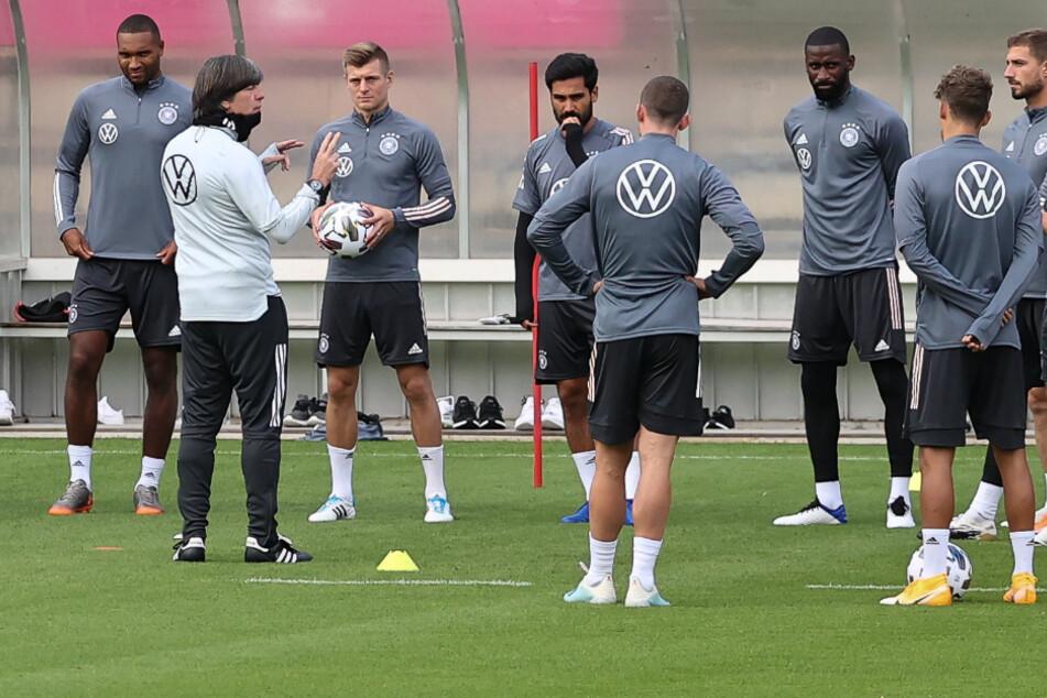Stuttgart: Vor Spanien-Spiel: Löw kann mit allen 21 Spielern trainieren