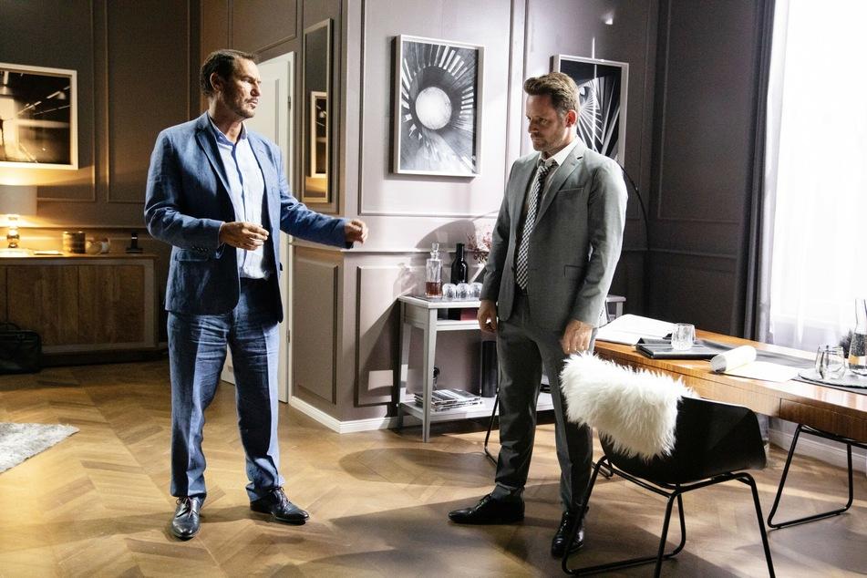 Justus kann sich diesmal nicht auf die Unterstützung seines Geschäftspartners und Freundes Richard (l.) verlassen.