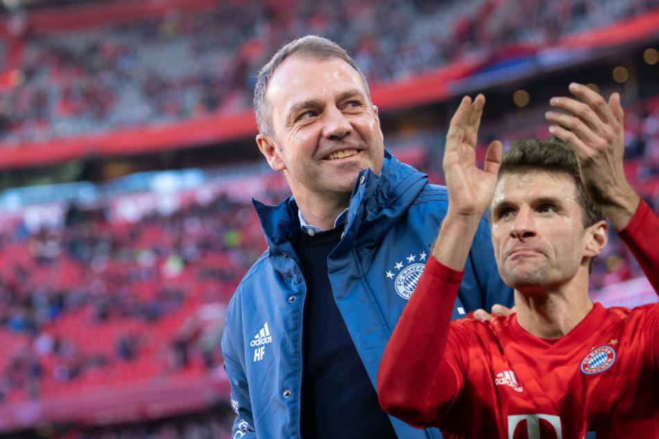 Trainer Hansi Flick und Spieler Thomas Müller bleiben beim FC Bayern. (Bildmontage)