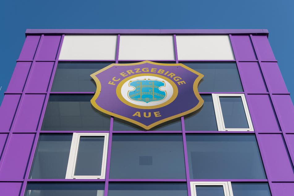 Der FC Erzgebirge Aue hat die Lizenz für die Saison 2021/22 ohne Auflagen erhalten. Die Veilchen müssen allerdings noch einen Liquiditätsnachweis erbringen.