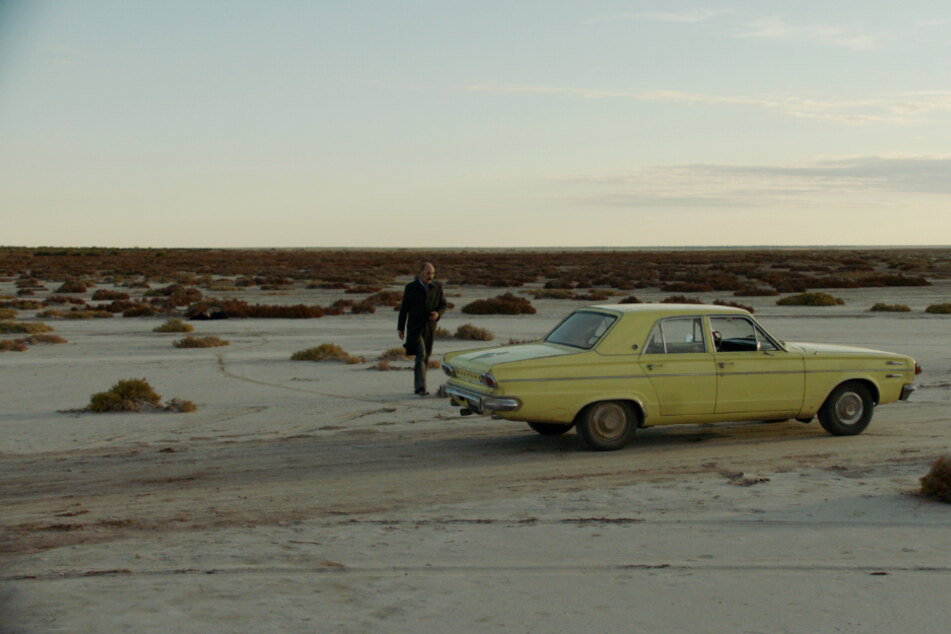 Was genau hat Claudio Mora (Dario Grandinetti) in der Wüste vor?