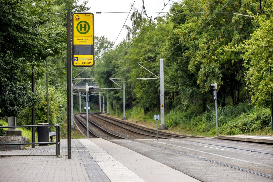 Dresden: Mann belästigt 20-Jährige in Straßenbahn und fummelt an Penis herum