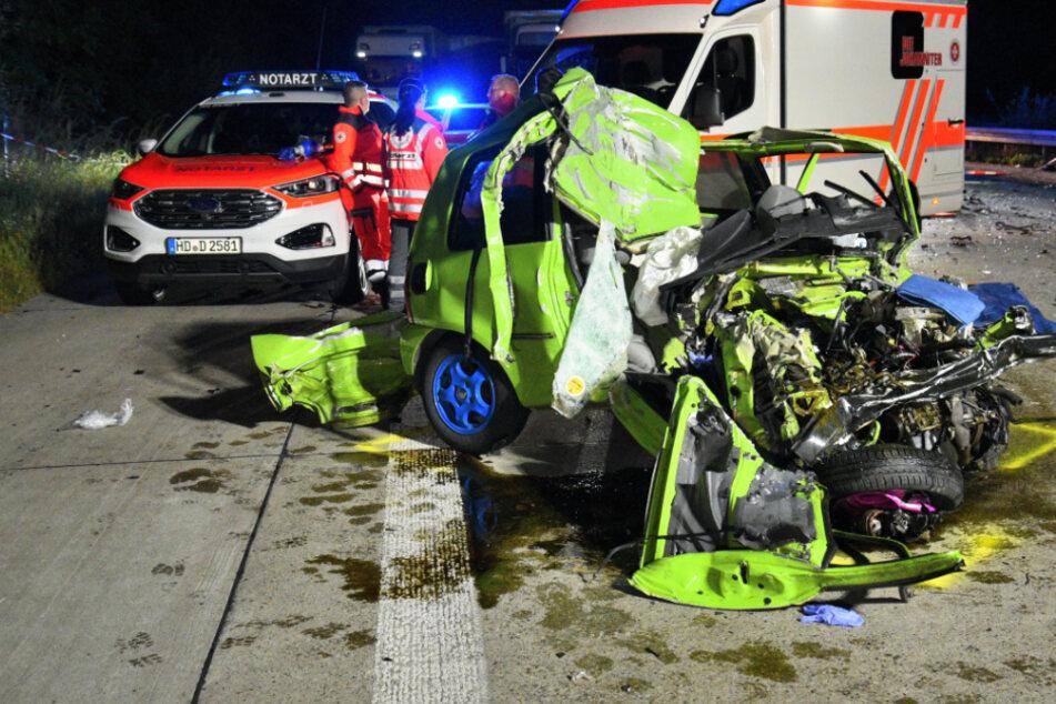 Horror-Unfall: Geisterfahrer kracht gegen Lkw, VW-Fahrer stirbt