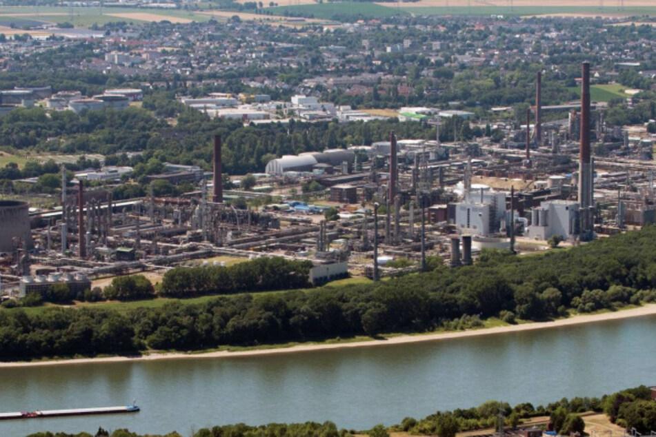 Umwelt-Skandal bei Shell-Raffinerie in Köln: Bis zu 450.000 Liter Öl ausgelaufen!