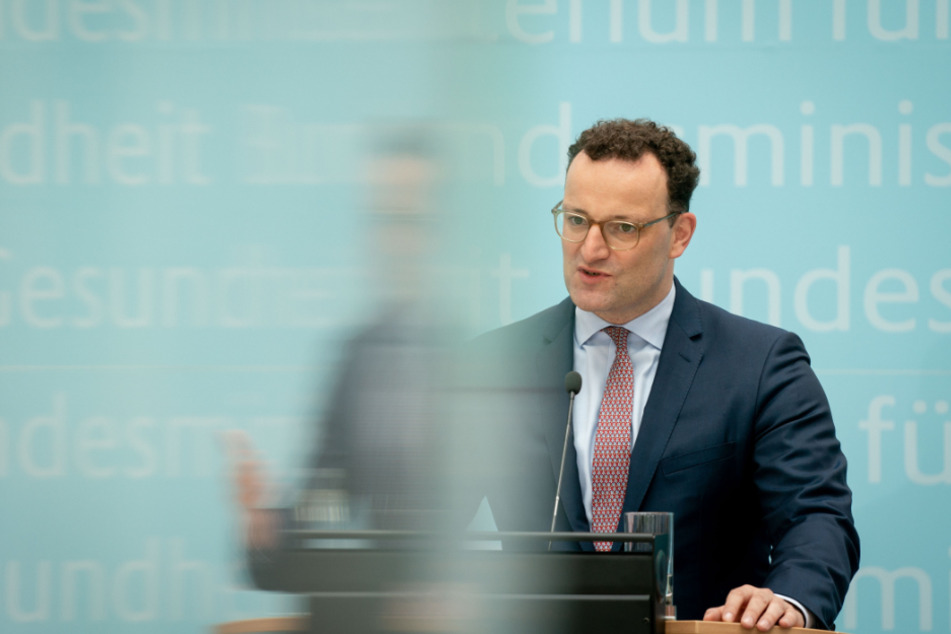 Jens Spahn (CDU), Bundesminister für Gesundheit, gibt in seinem Minsterium eine Pressekonferenz.