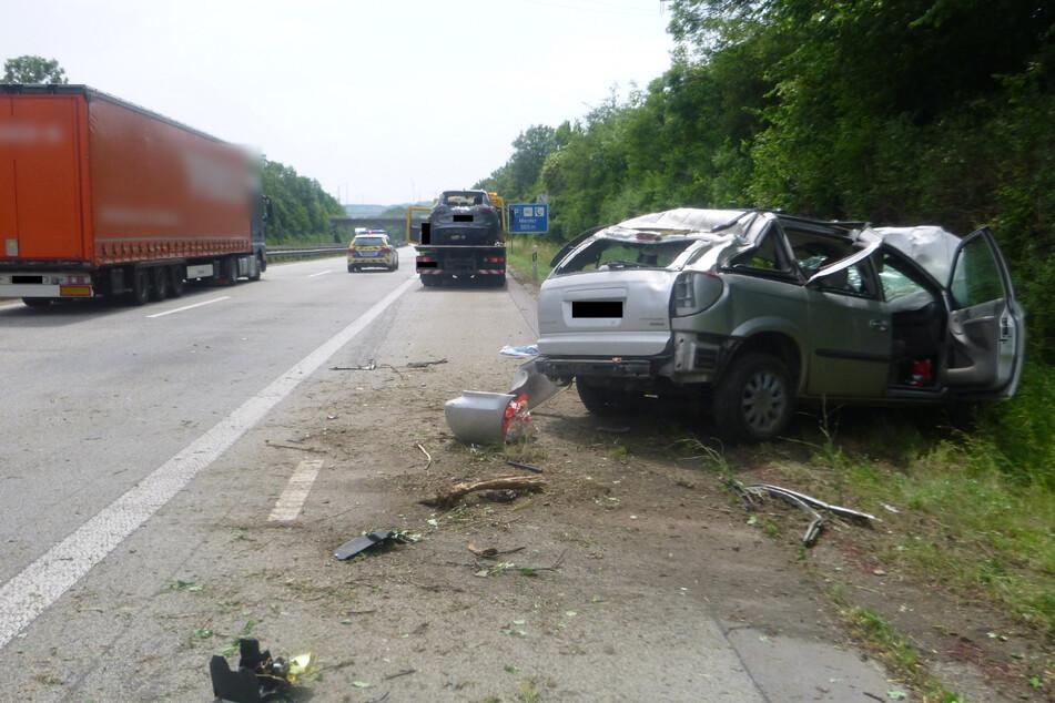 Zwei Männer wurden bei dem Unfall schwer verletzt.