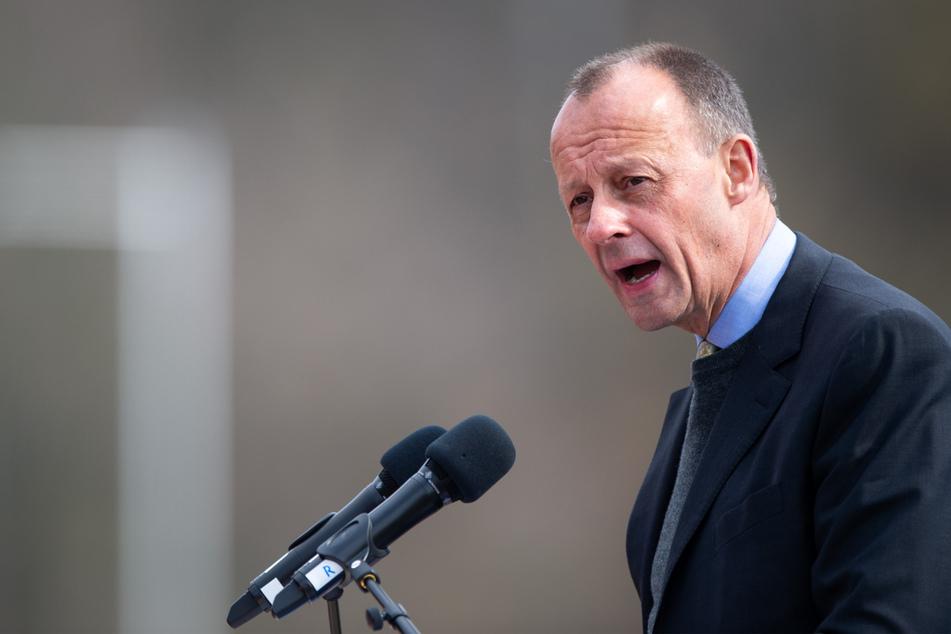 Arnsberg: Friedrich Merz, ehemaliger Vorsitzender der Unions-Fraktion im Bundestag, spricht im Stadion Große Wiese zu den Delegierten.