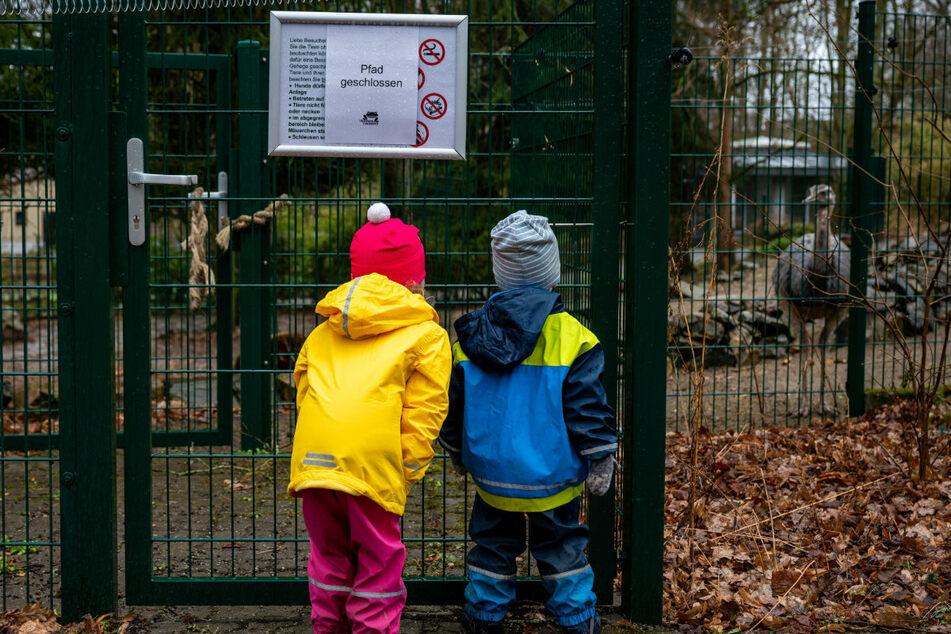Bleiben offen: Außenbereiche von Zoos und Botanischen Gärten.