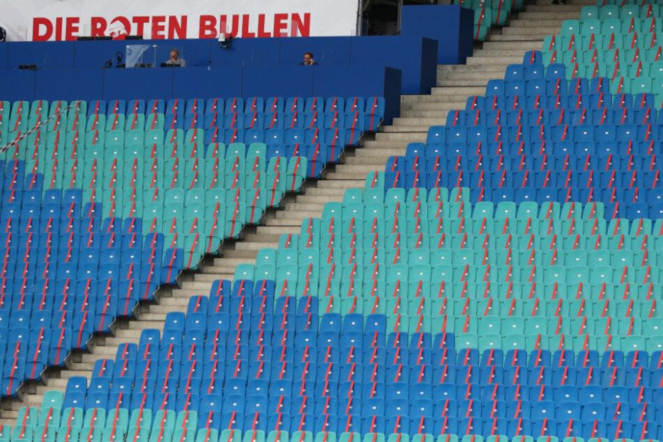 Die Roten Bullen müssen vorerst wieder vor leeren Rängen in der Red Bull Arena spielen. (Archivbild)
