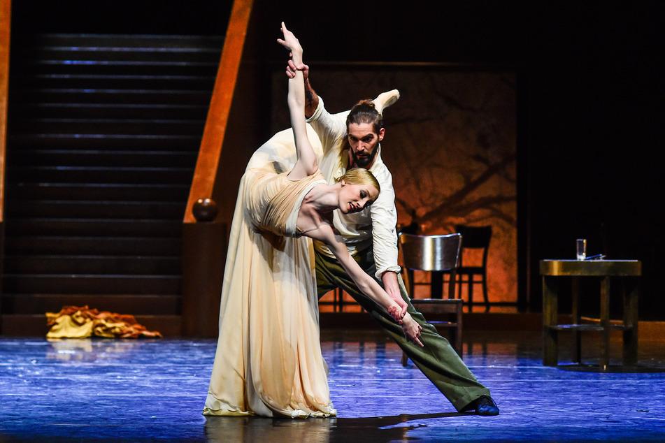 Savanna Haberland als Desdemona und Milan Maláč als Othello.
