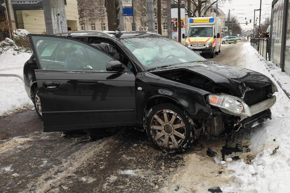 War das Schneechaos Schuld? Audifahrer nach Baumcrash verletzt