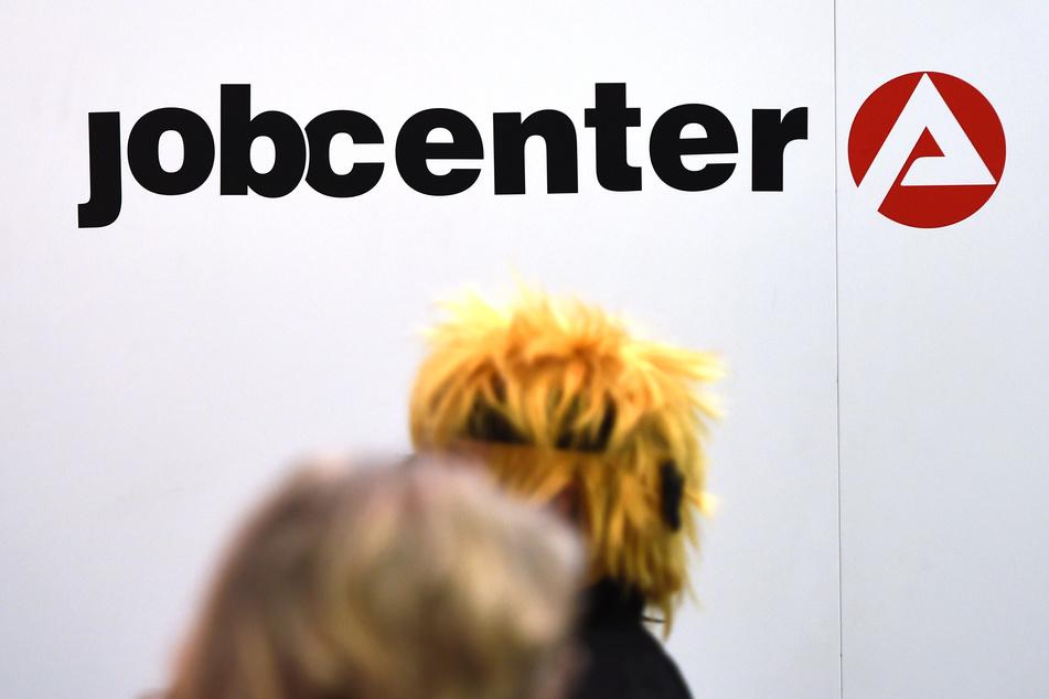 Mit Axt und Messer bewaffneter Mann eskaliert im Jobcenter