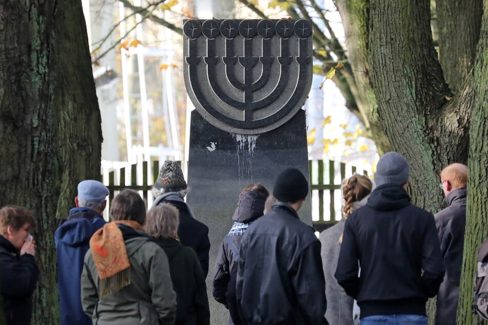 Anlässlich des Gedenktages der Pogromnacht am 9. November warnt die Politik vor zunehmender Gewalt gegen Juden. (Symbolbild)