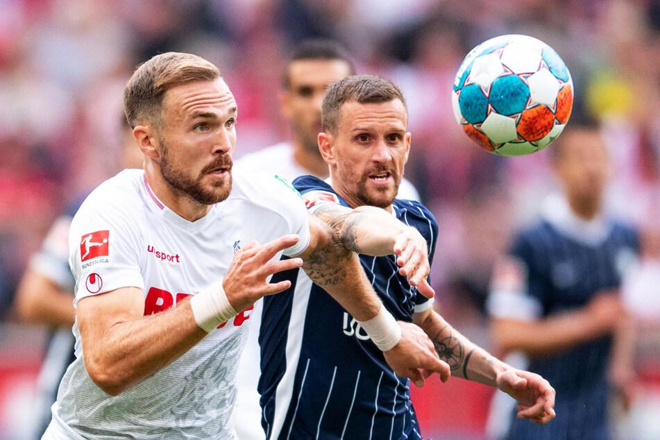 Enges Duell: Kölns Abwehrchef Rafael Czichos (l.) behielt gegen den VfL Bochum um Ex-FC-Stürmer und Torschützen Simon Zoller die Oberhand.
