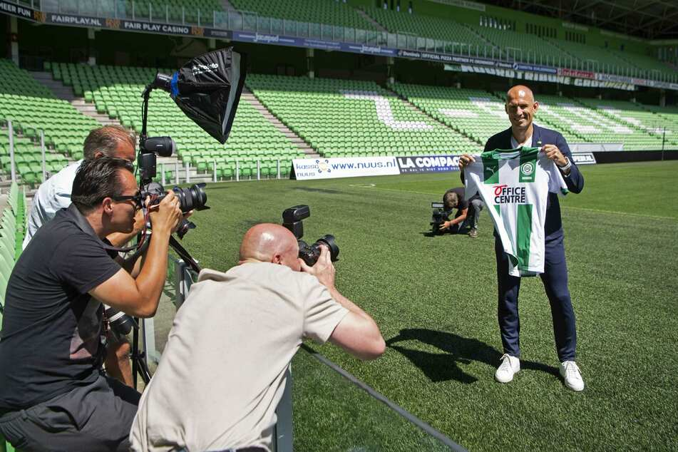 """""""Ich tue es aus Liebe zum Club"""", so der 36-jährige Arjen Robben bei seiner Vorstellung in Groningen."""