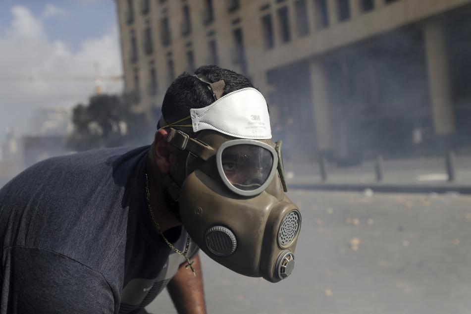 Vier Tage nach der verheerenden Explosion im Hafen der libanesischen Hauptstadt haben Tausende Libanesen um die Opfer getrauert und gegen die politische Elite des Landes protestiert.