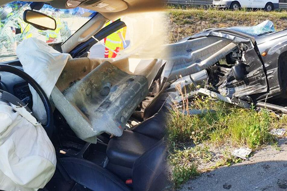 Auto kracht in Leitplanke und wird aufgespießt: Fahrer überlebt heftigen Crash