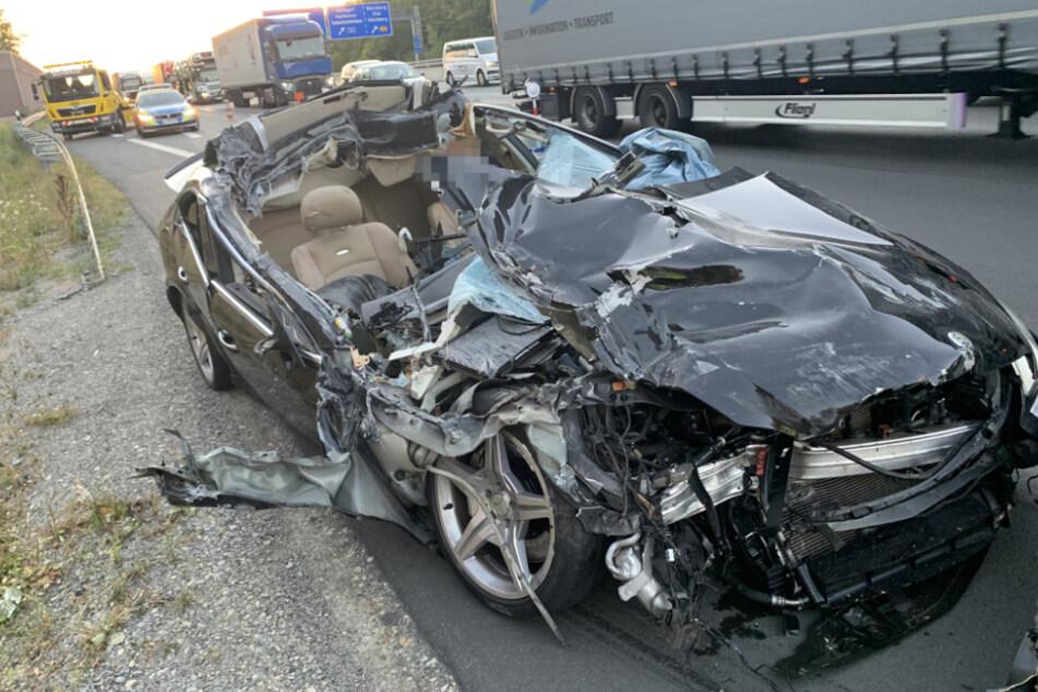 Das Auto wurde komplett aufgeschlitzt.