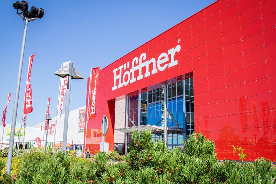Am Sonntag (27.9.) gibt's bei Höffner in Schönefeld Personalrabatt für alle!