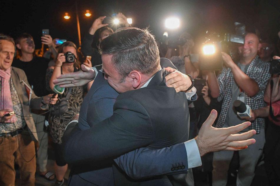 Wegen Umarmung an der Grenze: Bürgermeister zeigt sich selbst an