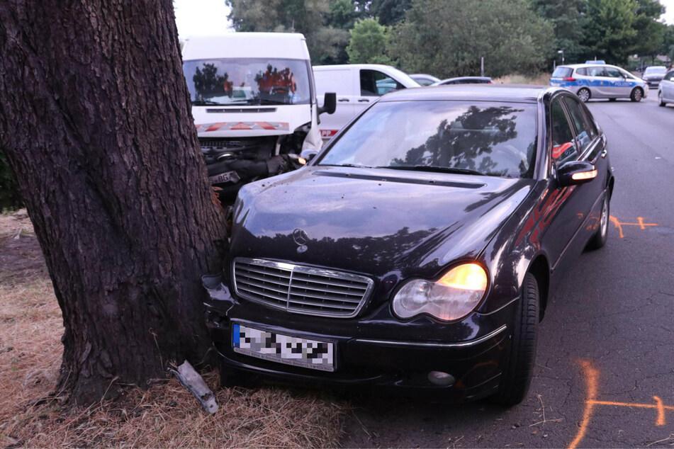 In Berlin-Baumschulenweg fuhr ein Mann mit einem Mercedes gegen einen Baum.
