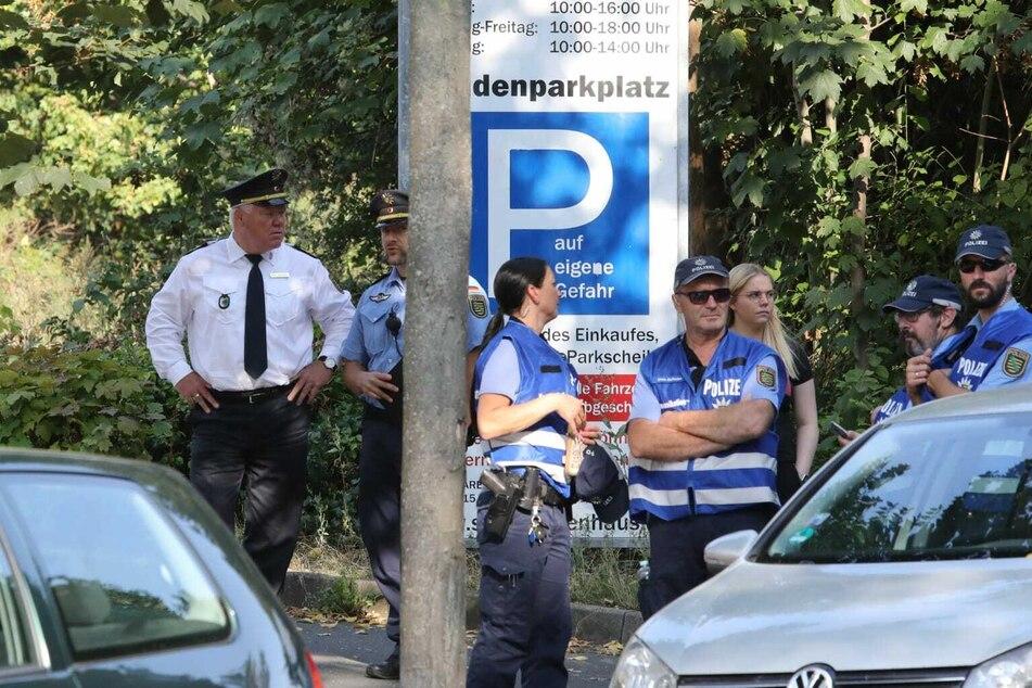 Auch Landespolizeipräsident Horst Kretzschmar (links) ist in Leipzig vor Ort.