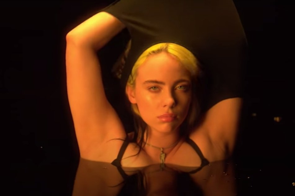 Billie Eilish veröffentlicht Striptease-Video