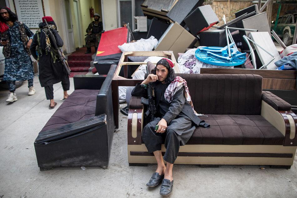 Vorerst bleiben die Taliban an der Macht. Sie können sich auf einem Sofa ausruhen.