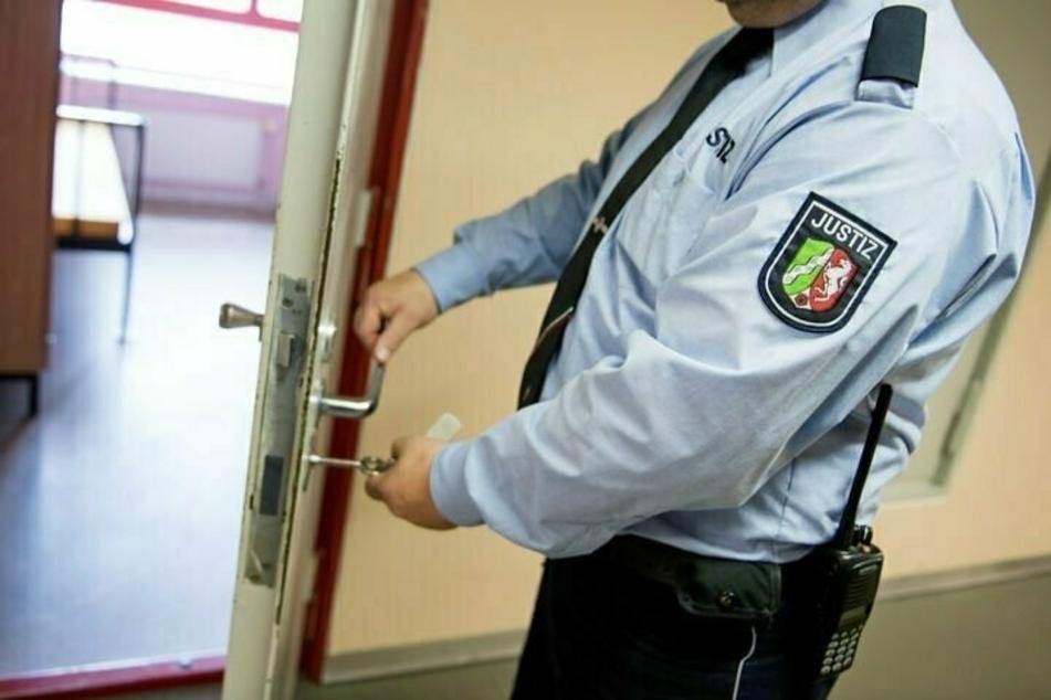 Nach dem ein Häftling hinter Gittern verhungert ist, hat das NRW-Justizministerium eine Stellungnahme veröffentlicht. (Symbolbild)