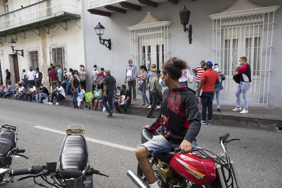 Vor einem Wahllokal in der Dominikanischen Republik ist ein Mann erschossen worden.