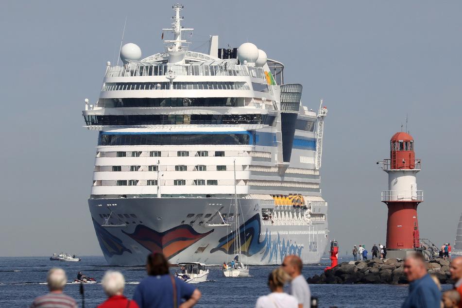 Nach Corona-Pause: Gleich zwei Kreuzfahrt-Riesen laufen in Rostock ein