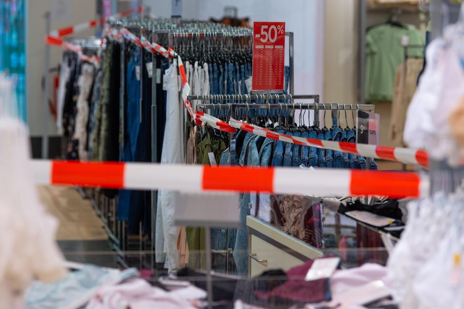 Auch die Mode-Branche musste leiden: Immer mehr Deutsche gaben im Corona-Jahr weniger Geld für Kleidung aus.