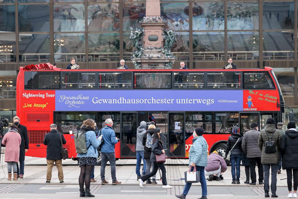 Da ist Musik drin: Gewandhausorchester fährt mit Doppeldecker-Bus durch Leipzig