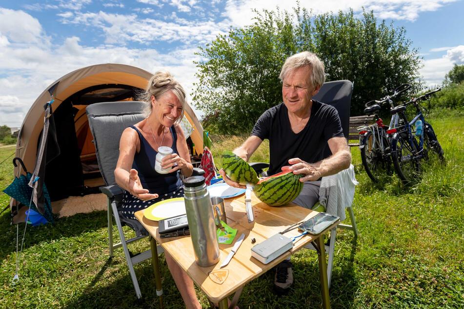 Sie nutzen den MiO-Campingplatz in Ottendorf: Hanna Rutgers (59) und John Groot Kormelinck (62) aus Groningen.