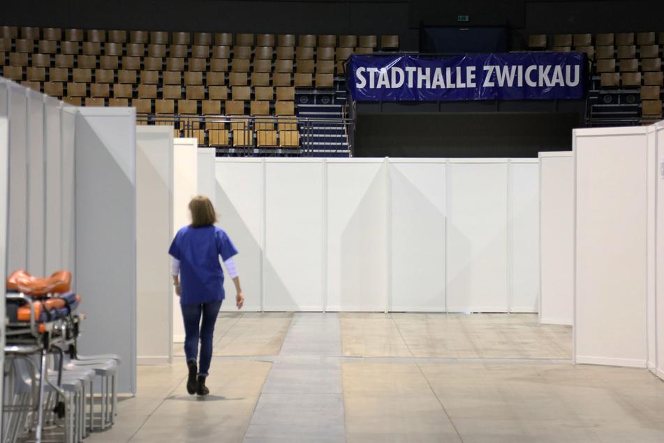 """Das Impfzentrum in der Stadthalle Zwickau. Hierher sollen die über 80-Jährigen aus Limbach-Oberfrohna mit einem """"Impf-Shuttle"""" gebracht werden."""