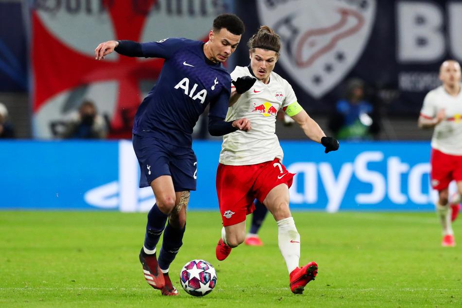 Tottenham-Star Dele Alli (24) im Duell mit RB Leipzigs Kapitän Marcel Sabitzer (26).