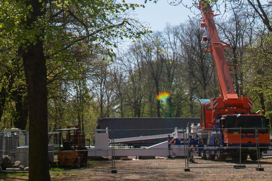 Schausteller baut 55 Meter hohes Riesenrad auf, darf es aktuell aber nicht betreiben