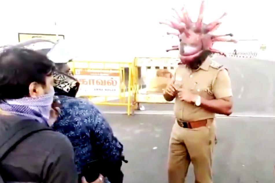 Dieser Polizist ist ein wandelndes Coronavirus!