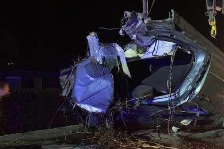 Erschreckender Anblick für Retter: Unfall zerreißt Auto in zwei Teile