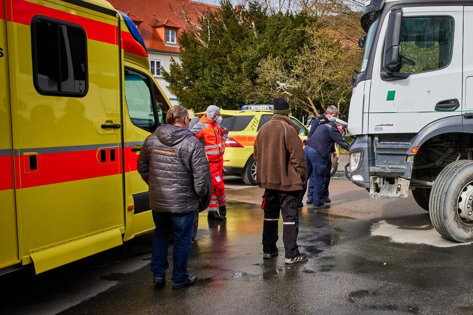 Unfall durch Missverständnis? Fußgängerin von Lkw schwer verletzt