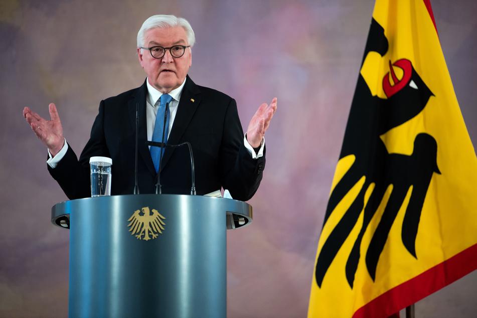 Laut Bundespräsident Frank-Walter Steinmeier (SPD) bedeutet der Impfstart ein Licht am Ende des langen Corona-Tunnels.