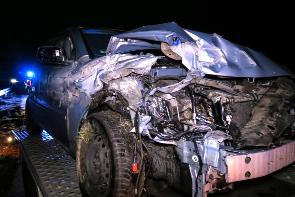 Der Toyota wurde bei dem Unfall schwer beschädigt.