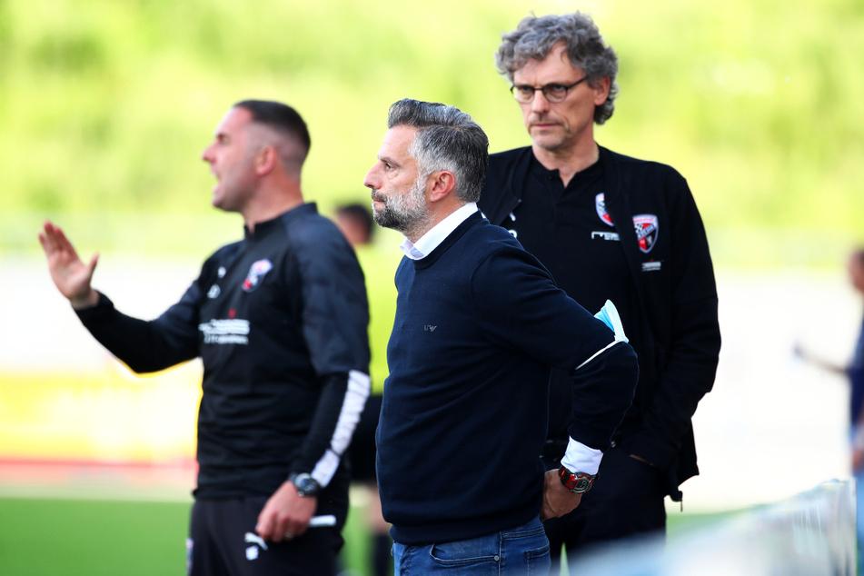 Mark Fotheringham (37, l.) und Tomas Oral (48, M.) verlassen die Schanzer. Sportdirektor Michael Henke (64) muss sich nun auf die Suche nach einem neuen Trainergespann machen.