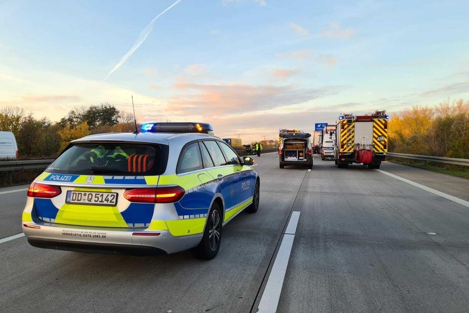 Die Polizei leitet den Verkehr um.